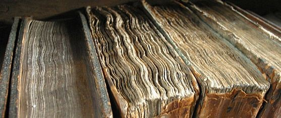 640px-Old_book_bindings_crop